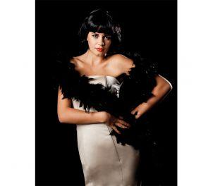 Musta puuhka Moulin Rouge-teemaan ja Charleston-leidille