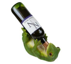 Aidon näköinen sammakko-viinipullonteline