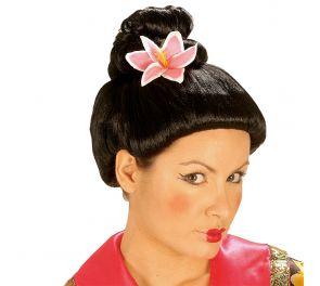 Musta geisha-peruukki, vaaleanpunainen kukka