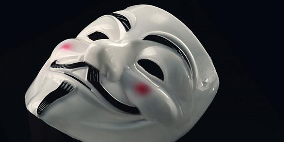 Koristeellisia silmikoita, karmivia kauhunaamareita, hauskoja julkkisnaamareita ja muita maskeja moniin eri teemoihin!