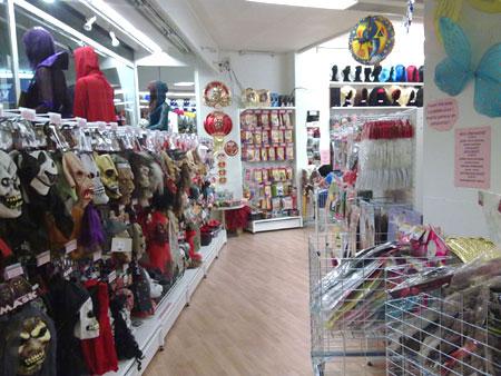 Punanaamio-Turku: naamareita, koristeita, peruukkeja...